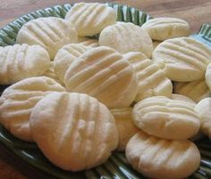 As you can see, Biscoitos De Maizena cookies are made with cornstarch and no flour. They are very light and they just melt in your mouth.