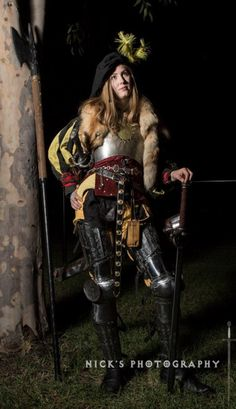 Some awesome photos taken last week of my kit :) He had a set up with lights and everything, which is probably why I look so uncomfortable. Fantasy Female Warrior, Female Armor, Female Knight, Fantasy Armor, Warrior Women, Larp Armor, Medieval Armor, Medieval Fantasy, Medieval Gown