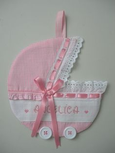 fiocco nascita carrozzina This would be so easy to make; lots of ways to use it too! Baby Shawer, Baby Bibs, Baby Love, Baby Crafts, Diy And Crafts, Crafts For Kids, Baby Shower Parties, Baby Boy Shower, Sewing Projects