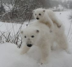 Needle Felted Polar Bear Mom and Cub Poseable by ClaudiaMarieFelt