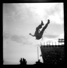Lomográfo: mil978  Cámara: Diana F+  Película: Arista EDU ultra 100  Ubicación: Mexico City  Etiquetas: sky, the, in, up, film, black/white, crowded, loud, sunburn, sun, sunday, concert, y live  En los álbumes: VL 2012
