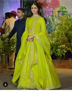 Alia Bhatt in Parrot Green outfit for Sonam's Reception party tonight. Pakistani Dresses, Indian Dresses, Indian Sarees, Silk Sarees, Indian Wedding Outfits, Indian Outfits, Indian Weddings, Wedding Dresses, Indian Attire