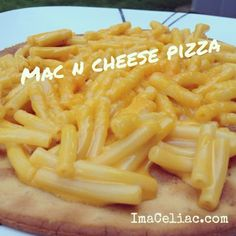 How creative is this: #GlutenFree Mac n Cheese Pizza