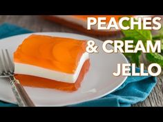 Enjoy this super yummy, kid-friendly layered Peaches and Cream Jello recipe. I'm just thinking up all kinds of flavor possibilities with this. Raspberry Jello Cake Recipe, Jello Deserts, Jello Dessert Recipes, Gelatin Recipes, Desserts, Peach Jello, Lemon Jello, Layered Jello, Biscuits