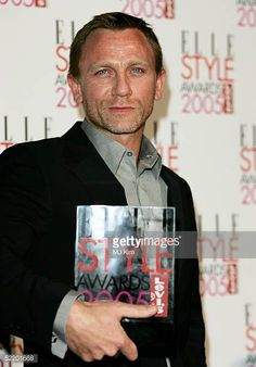 Daniel Craig poses in the awards room with the award for Best Actor at the Elle Style Awards 2005 at Spitalfields Market on February 15 2005 in...