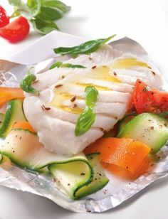 Miracle Diets - Papillote de Cabillaud et ses tagliatelles de Légumes - Pescanova - The negative consequences of miracle diets can be of different nature and degree. Cod Recipes, Vegan Recipes, Cooking Recipes, Tupperware, Cuisine Diverse, Love Eat, Fish Dishes, Light Recipes, Fish And Seafood