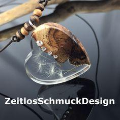 Wunderschöne Halskette aus Edelholz, Epoxidharz,Pusteblumensamen und Swarovskisteine