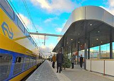 Station #Amsterdam Science Park is een spoorwegstation tussen station Amsterdam #Muiderpoort en station #Diemen dat gerealiseerd is om het (deels nog te bouwen) Science Park Amsterdam en de bestaande woningbouw in de Amsterdamse wijk #Watergraafsmeer te ontsluiten.