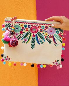 Nothing says Cinco de Mayo like an embroidered pom-pom clutch 💃🎉😍 Viva La! I've rounded up 16 FAVORITES that are all fun, bright, and… Embroidery Bags, Embroidery Stitches, Embroidery Patterns, Mexican Embroidery, Embroidery Fashion, Pom Poms, Pom Pom Clutch, Handmade Bags, Sewing Projects