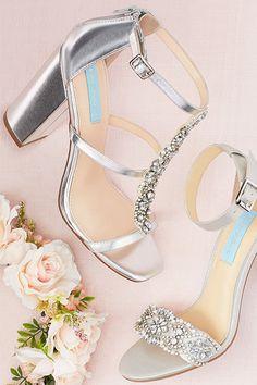 Silver Glitter Formal Holiday 3 Heel T Strap Sandal Shoe 9