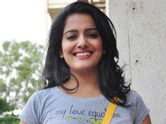 Visakha Singh plays as ghost http://www.myfirstshow.com/news/view/43937/Visakha-Singh-plays-as-ghost.html