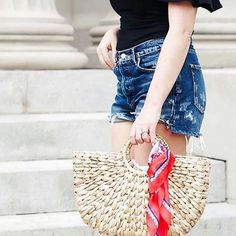 Wrap your favorite scarf on Your Brunna Beach Bag ♥️ Love this styling by Jen Daddario @redwhiteanddenim
