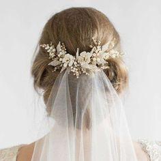 Tocados de novia con flores: fotos ideas - Tocado para novias de flores con velo