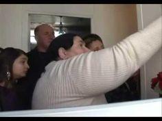 Familia Altindagoglu primeşte de la jumătatea lunii februarie 2009 pelerini care se înghesuie la pavilionul Garges-les-Gonesse pentru a admira fecioara care