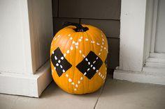 LOVE this argyle pumpkin :)