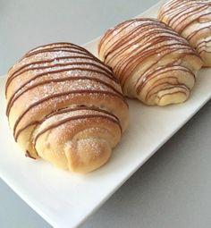Recept voor Milka Pecan broodjes. Uit dit recept krijg je ca. 12 broodjes. De pecannoten kun je weglaten en gewoon melkchocolade broodjes van maken. Deze broodjes zijn SUPER SUPER lekker