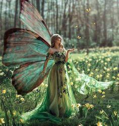 Elf Hair, Mythological Animals, Faeries, Fantasy Princess, Fairy Pictures, Beautiful Fairies, Mermaid Art, Fairy Art, Mythical Creatures