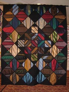 2004 - Melissa Marginet - Quilts etc. This queen sized quilt is made with men's neckties. Believe it or not, there are only 28 ties used. Quilting Projects, Quilting Designs, Sewing Projects, Quilting Tutorials, Quilting Ideas, Necktie Quilt, Shirt Quilts, Old Ties, Tie Crafts
