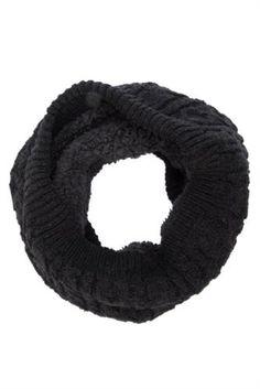 Soğuk kış günlerinde sizi koruyacak, yumuşak dokusu ve şık tarzı ile DeFacto erkek boyunluk.