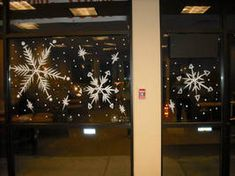 Large snow flakes by Window-Painting