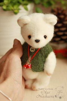 Artist Bears and Handmade Teddy Bears Teddy Bear Hug, White Teddy Bear, Ty Bears, Teddy Bear Pictures, Teddy Toys, Stuffed Toys Patterns, Handmade Toys, Doll Toys, Wool Felt