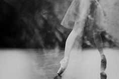 Sur les pointes by Gina Uhlmann