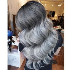 HAIRSPIRATION| Color crushing on this #silverhair styled by #VancouverStylist @EvaLam_❤️ This color and those waves GORG #VoiceOfHair