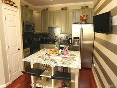 Amazing use of a small kitchen space & I'm obviously in love w/the gray!