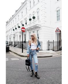 Style is a very simple way of saying complicated things Street Look, Street Style, Double Denim, Dope Fashion, Colourful Outfits, Simple Way, Mom Jeans, Fashion Photography, Hipster