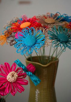 You MUST check this site out! There were way too many beautiful pics to choose. Loom Flowers, Diy Flowers, Vintage Flowers, Fabric Flowers, Paper Flowers, Diy Embroidery Flowers, Twine Crafts, Toilet Paper Crafts, Burlap Roses