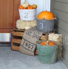 cute, easy autumn porch display