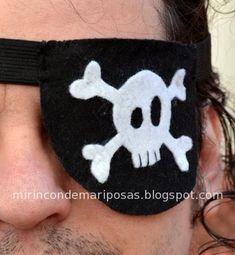 Hoy nos disfrazamos... ¡de piratas ! Materiales : elástico negro plano un poco ancho (suficiente para rodear la cabeza) fieltro negro (t...