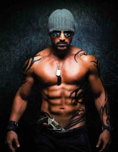 Top 10 Sexiest Bollywood Actors   www.seenlike.com