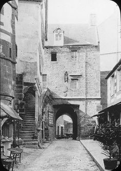 Mont-Saint-Michel - here and in many medieval towns, bridges and arches and fortified walls could support housing - people lived close to each other behind high fortress walls for security.