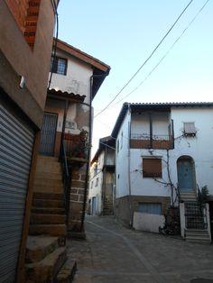 Villanueva del Conde. Calle de las Eras que rodea las huertas centrales.