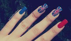 Nail Art: Bandeira do Reino Unido. Esmaltes Usados: Dance Dance (Beauty Color), Vermelho Amor (Cora) e Branco (Impala). Por: A Garota Esmaltada (http://agarotaesmaltada.tumblr.com)