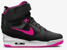 Officiel Nike Air Revolution Sky Hi GS Chaussures Nike Basketball Pas Cher Pour Femme-Chaussure Basket Homme Nike Nike Sportswear, Nike Huarache, Sport Fashion, Fashion Shoes, Nike Officiel, Nike Air Max, Air Max Sneakers, Sneakers Nike, Wedge Sneakers