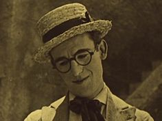 harold_lloyd___from_hand_to_mouth.jpg (600×450)