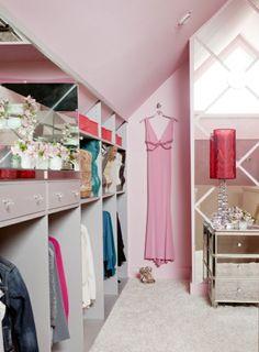 Begehbarer kleiderschrank rosa  ankleidezimmer gestalten wohnideen dachschräge | Ankleide ...