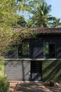 Armitage Hill.<br /> Architect Kerry Hill Style Tropical, Modern Tropical House, Tropical Houses, Tropical Architecture, Residential Architecture, Architecture Details, Interior Exterior, Exterior Design, Kerry Hill Architects