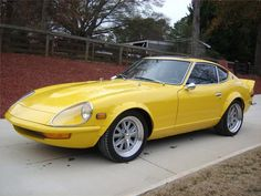 I don't normally like yellow cars, but I like this 1977 Datsun custom ride. Japanese Sports Cars, Classic Japanese Cars, Classic Cars, Nissan Z, Reliable Cars, Datsun 240z, Yellow Car, Hot Cars, Car Pictures