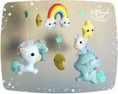 Arc en ciel Licorne mobile de bébé Baby pegasus par MyMagicFelt