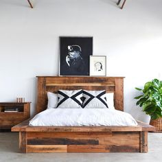 Raised platform bed to define your sleep space easily 09 Raised Platform Bed, Wooden Platform Bed, Bed Platform, Pallet Furniture, Bedroom Furniture, Furniture Ideas, Home Bedroom, Bedroom Decor, Reclaimed Wood Beds