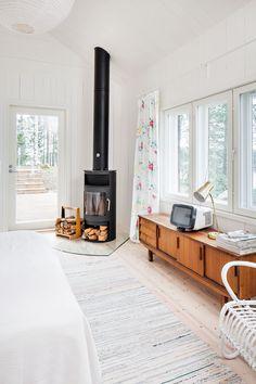 Uusi makuuhuone lämpiää varaavalla Raisin kaminalla pakkasellakin.