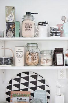 Vorratsdosen - Decoration For Home Kitchen Interior, Interior And Exterior, Kitchen Decor, Kitchen Design, Kitchen Shelves, Kitchen Storage, Kitchen Styling, Open Shelves, Kitchen Labels