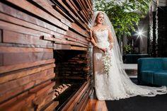 Noiva | Bride | Vestido | Dress | Vestido de noiva | Wedding dress | Bride's dress | Inesquecivel Casamento | Renda | Rendado | Vestido rendado | Véu | Véu de noiva | Grinalda | White dress | Vestido bordado | Bordado | Vestido branco | Vestido com cauda | Vestido com transparência