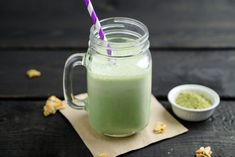 See how to make iced green tea latte with added matcha. A unique Thai drink using Thai Green Tea boosted with matcha powder for the perfect iced green milk tea Matcha Tee Latte, Iced Green Tea Latte, Matcha Latte Recipe, Veggie Smoothies, Tea Smoothies, Smoothie Recipes, Smoothie Ingredients, Matcha Green Tea Smoothie, Matcha Green Tea Powder