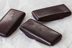 Chocolate Petites Prep time: 2 minutes Cool time: 10 minutes Makes: 30 Petites 2 C (500 ml) Epicure Pure Cocoa 1 C (250 ml) coconut oil, melted 1 C (250 ml) honey, melted 1 tsp (5 ml) Epicure Vanilla Extract  1. Combine all ingredients and divide into an Epicure Perfect Petites mold. 2. Place in freezer for 10 minutes or until solid. 3. Flip mold onto an Epicure baking Sheet and twist to pop out chocolates. Tip: Elevate your chocolate by adding dried fruit, nuts or shredded coconut