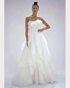 Google Image Result for http://www.marthastewartweddings.com/sites/files/marthastewartweddings.com/ecl/images/content/pub/weddings/2011_gown_gallery_fall1010/wd106706_fall11_mar_0123_xl.jpg