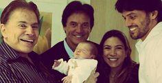 Silvio Santos 'baba' o netinho Pedro, filho de Patrícia Abravanel, em foto